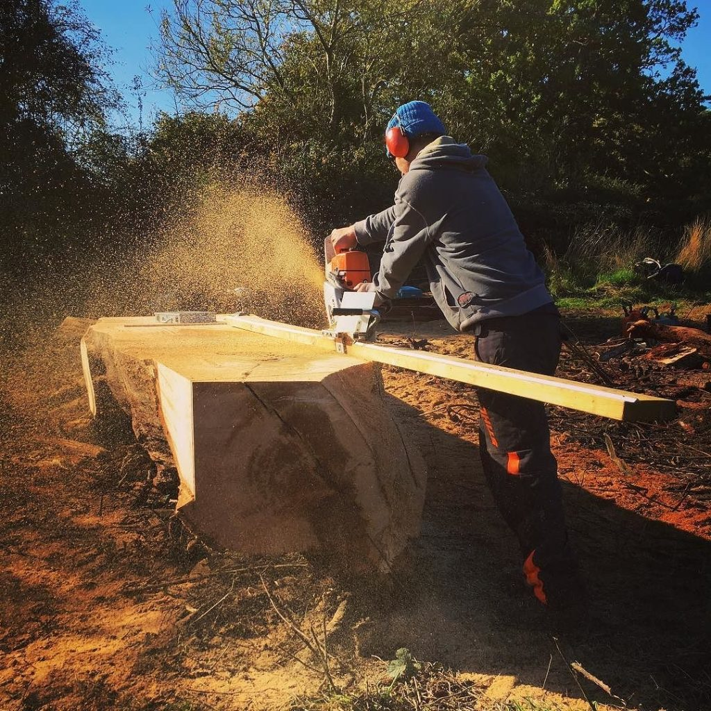 Edging mill in action on a bit of Oak #blaiseintrees #alaskanmill #stihl #chainsaw