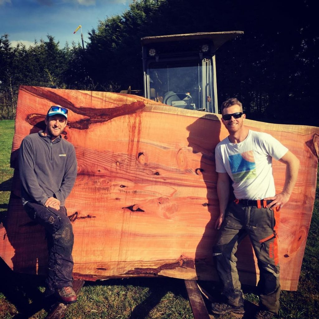 Slabbin som Redwood to day with my bro @jessehorgan and my Alasken mill made by @granberginternational thanks @chainsawbars_agl as well #alaskanmill #stihl #stihl088 #lumberjack #chainsaw #chainsawmill