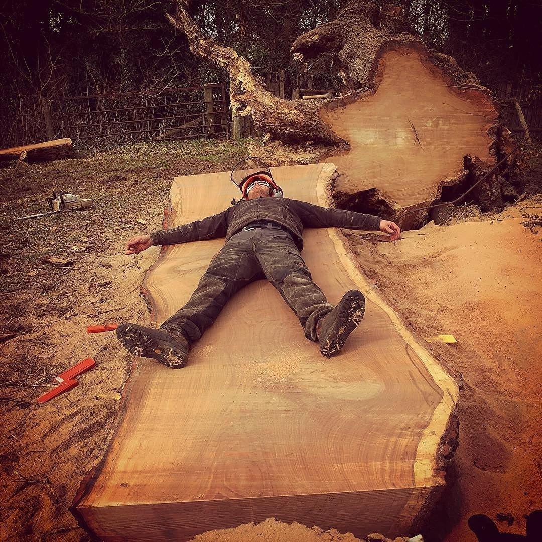 Monster oak slab cut with @granberginternational #alaskanmill #stihl #woodworking #desing #art #tree