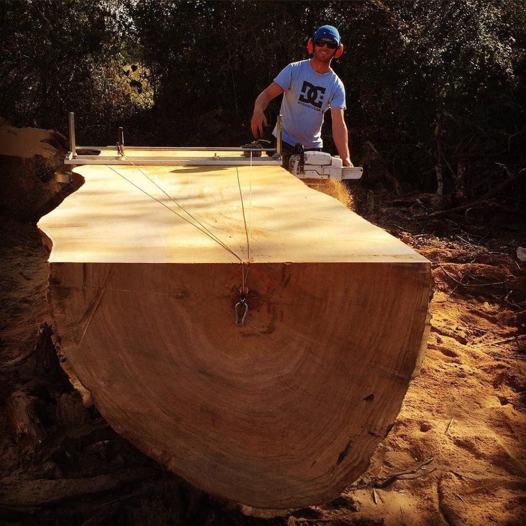 Slabbin a massive oak #alaskanmill @granberginternational