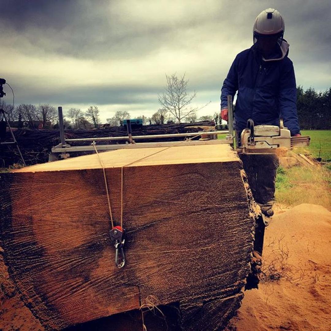Slabbing oak #alaskanmill #arblife #sawmillbusiness #gransberg